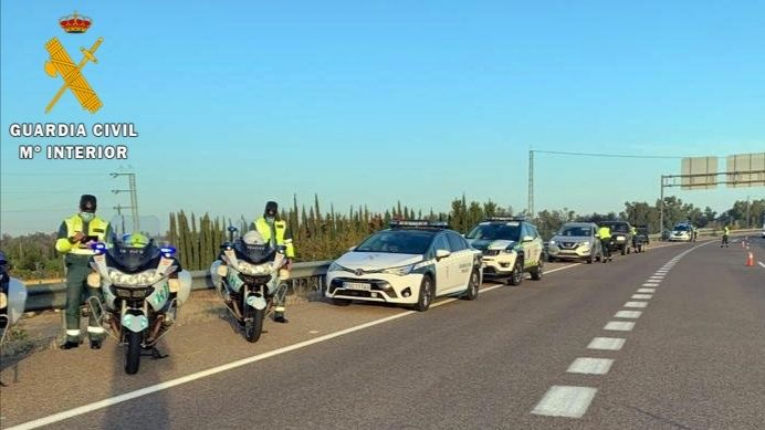 Guardia Civil control de carretera